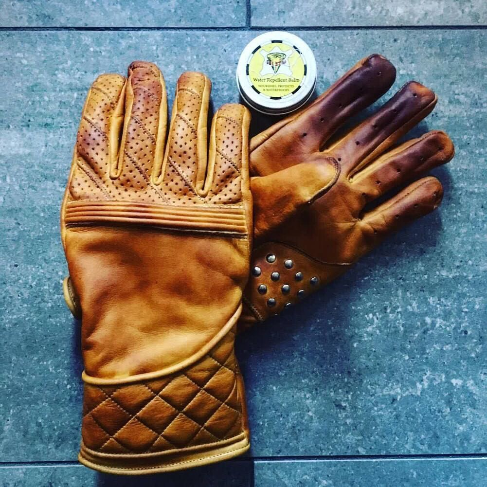 Waxed Goldtop Flat Tracker Gloves using Ducks Wax Water