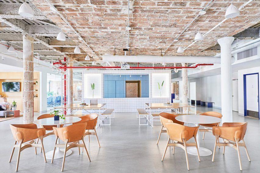 Float Design Studio S Office For Casper The Studio Also Wanted To Incorporate The Brand S Focus On Sleep Into The Disenos De Unas Estudio De Diseno La Oficina