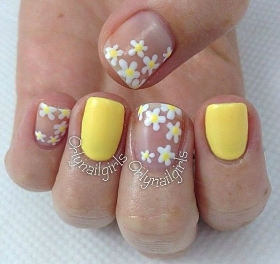 pastel yellow nails with daisy
