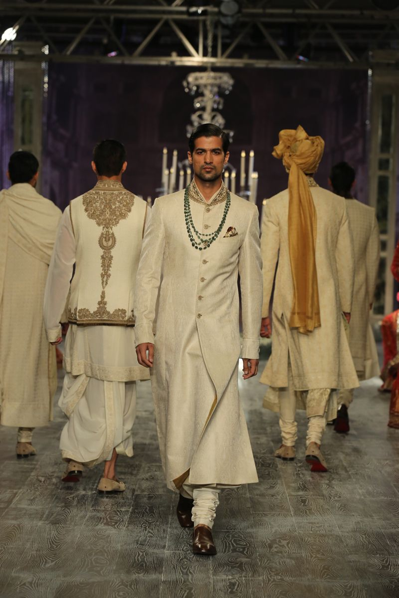 Fashion Design Council Of India Fdci Fashion Asian Fashion Indian Fashion