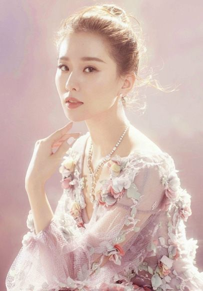 Chinese actress Liu Shishi poses for fashion magazine | China Entertainment News