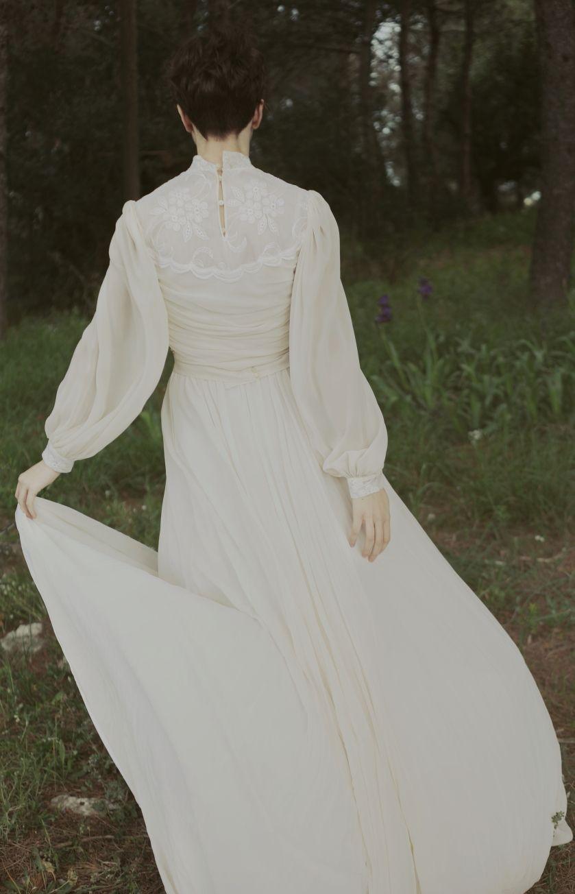 Rose Mary Nicassio in Carminati vintage dress. Ph. Nina Viviana Cangialosi Stylist: Micaela Colella per B.Retrò www.b-retro.com
