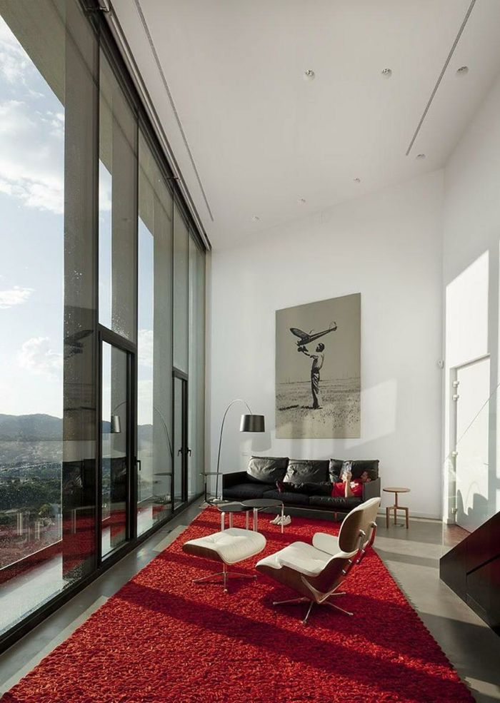 Wohnzimmerteppich Rot Weiße Wände Schwarzes Sofa