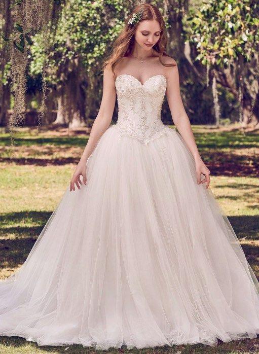 Entdecken Sie eine Vielzahl von Ballkleid Hochzeit Kleider mit ...