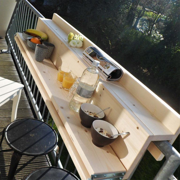 Klein balkon? Dan is deze opklapbare balkontafel écht iets voor jou! – Roomed