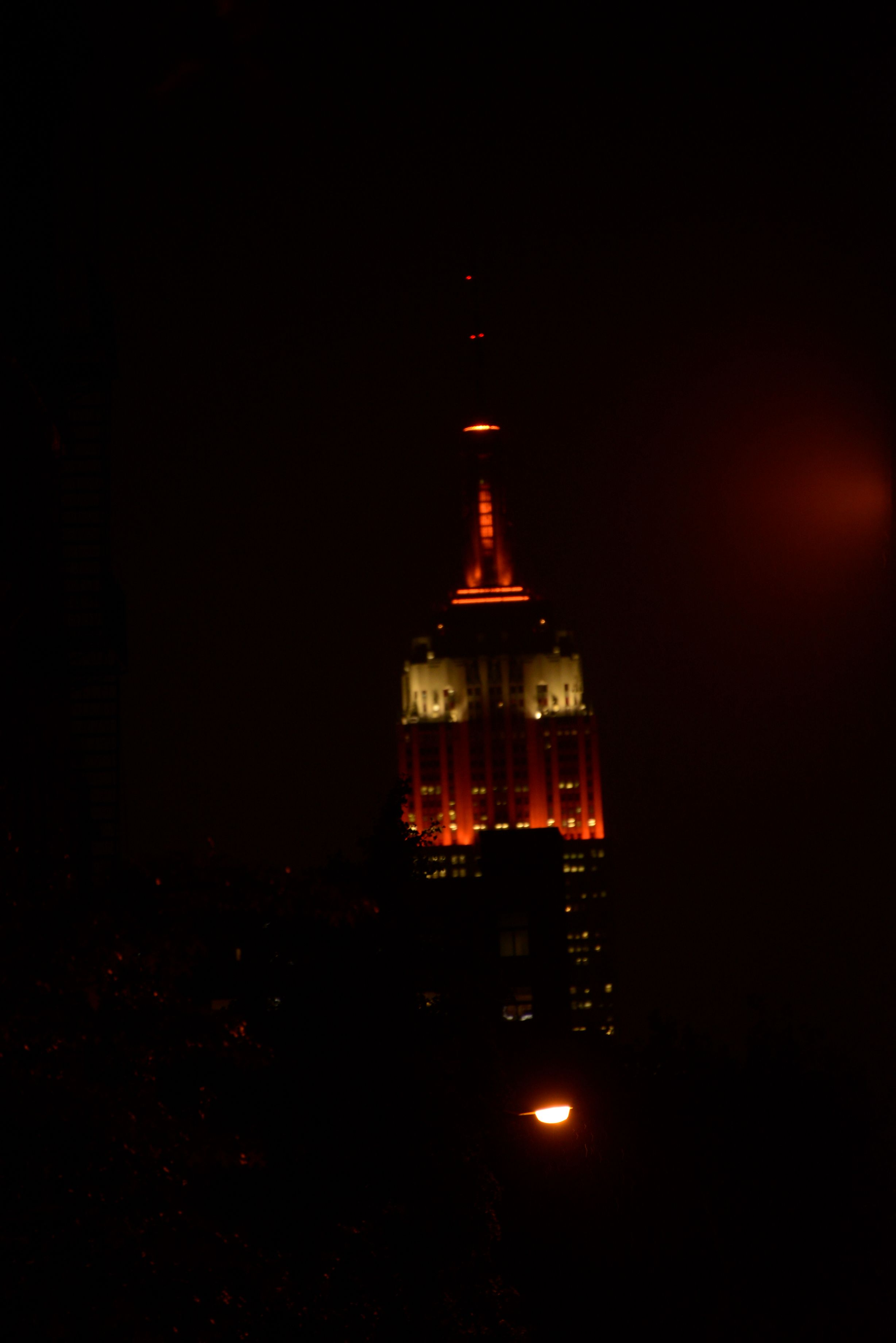 The Empire State Building, look uptown on 5th Ave | NYC Halloween ...