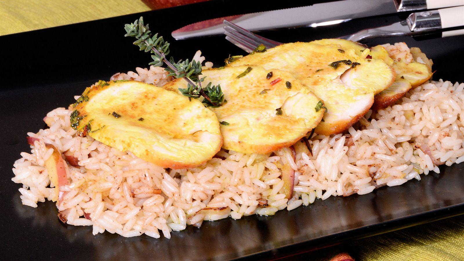 Pollo aromático con salteado de arroz