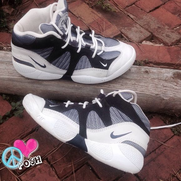 Nike Air Total Body Conditioning Hightop Athletic Shoe Women
