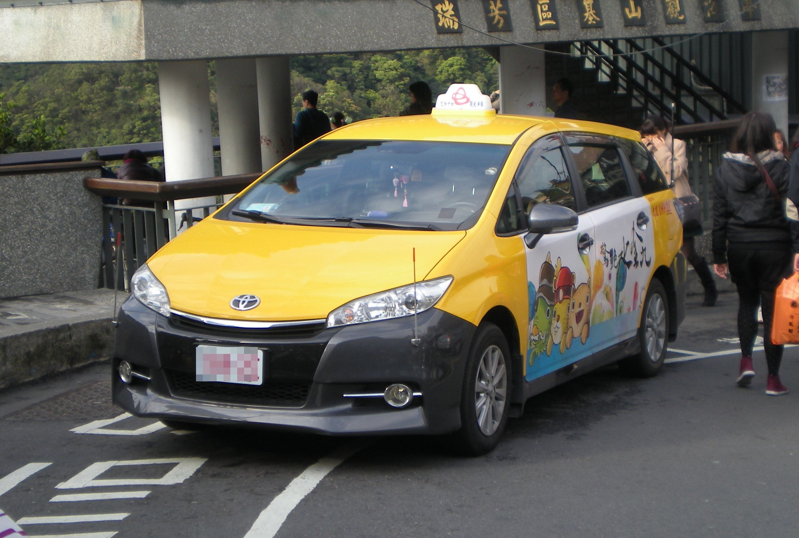 Available cheap airport taxi service to and from antigua