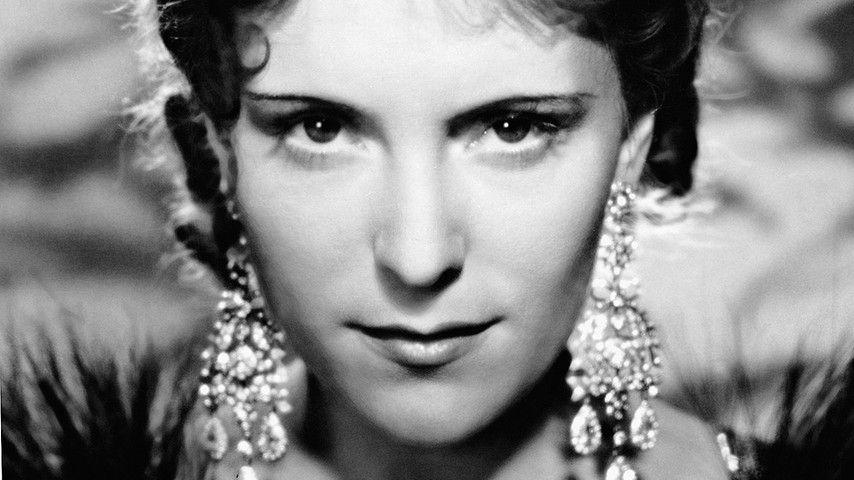 23.09.1907: Jarmila Novotna wird geboren.