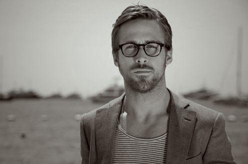 Ryan Gosling : lunettes Barton Perreira, modèle écaillé foncé.
