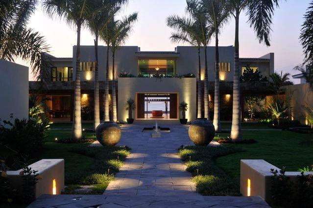 Villa Nilpy De Tropical America Landscaping Moderno Casas Para