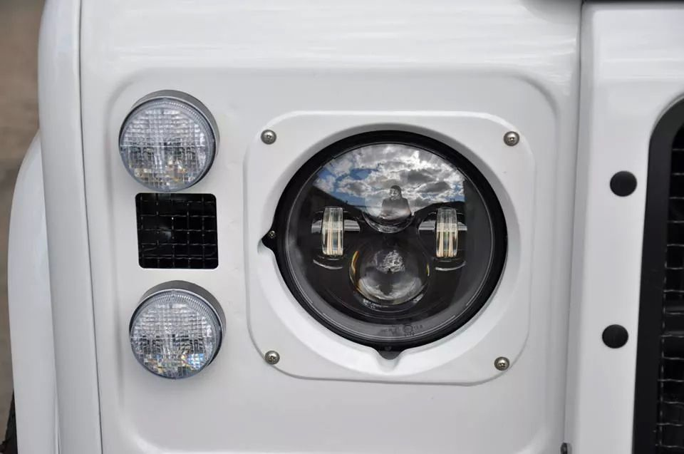 JW Speaker headlights on Defender 110