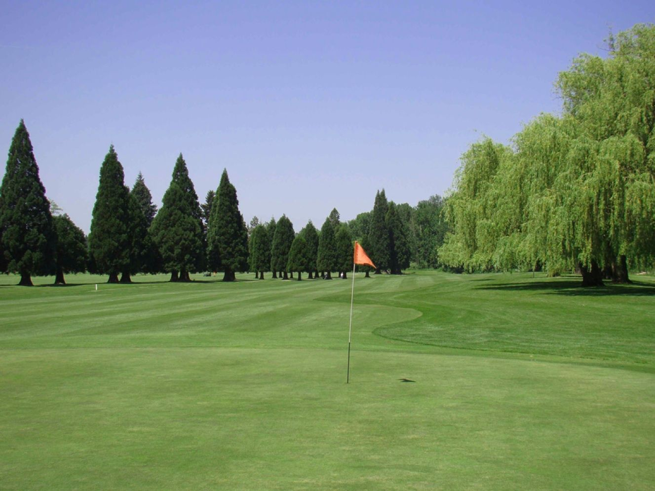 The Broadmoor Golf Course Or Is Fairly Flat And Open Year Round From Dawn To Dusk Fees Are Reasonable And Reservations A Golf Courses Golf Oregon Washington