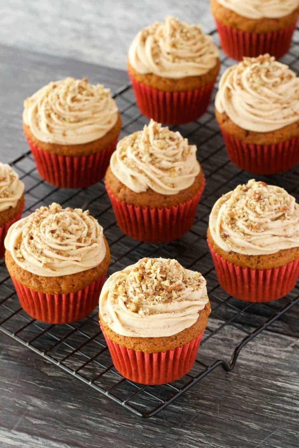 Rich Moist And Tall Vegan Pumpkin Cupcakes Topped With A Velvety Pumpkin Spice Frosting And Crushed Pecans B Spice Frosting Vegan Lemon Cake Vegan Fruit Cake