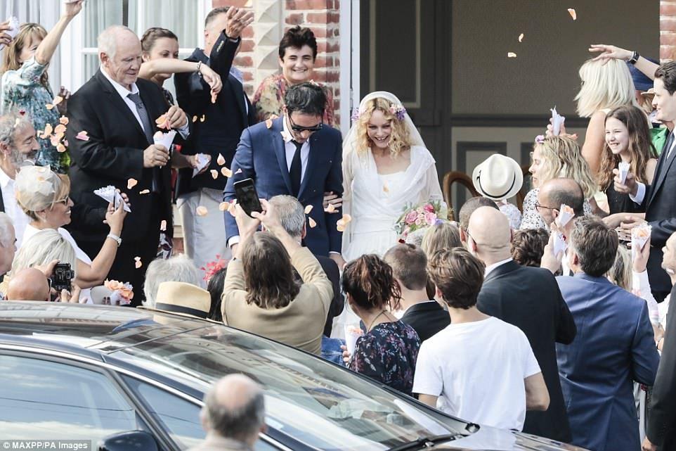 Vanessa Paradis And Samuel Benchetrit S Wedding Pictures Are Unveiled Vanessa Paradis Vanessa Wedding Pictures
