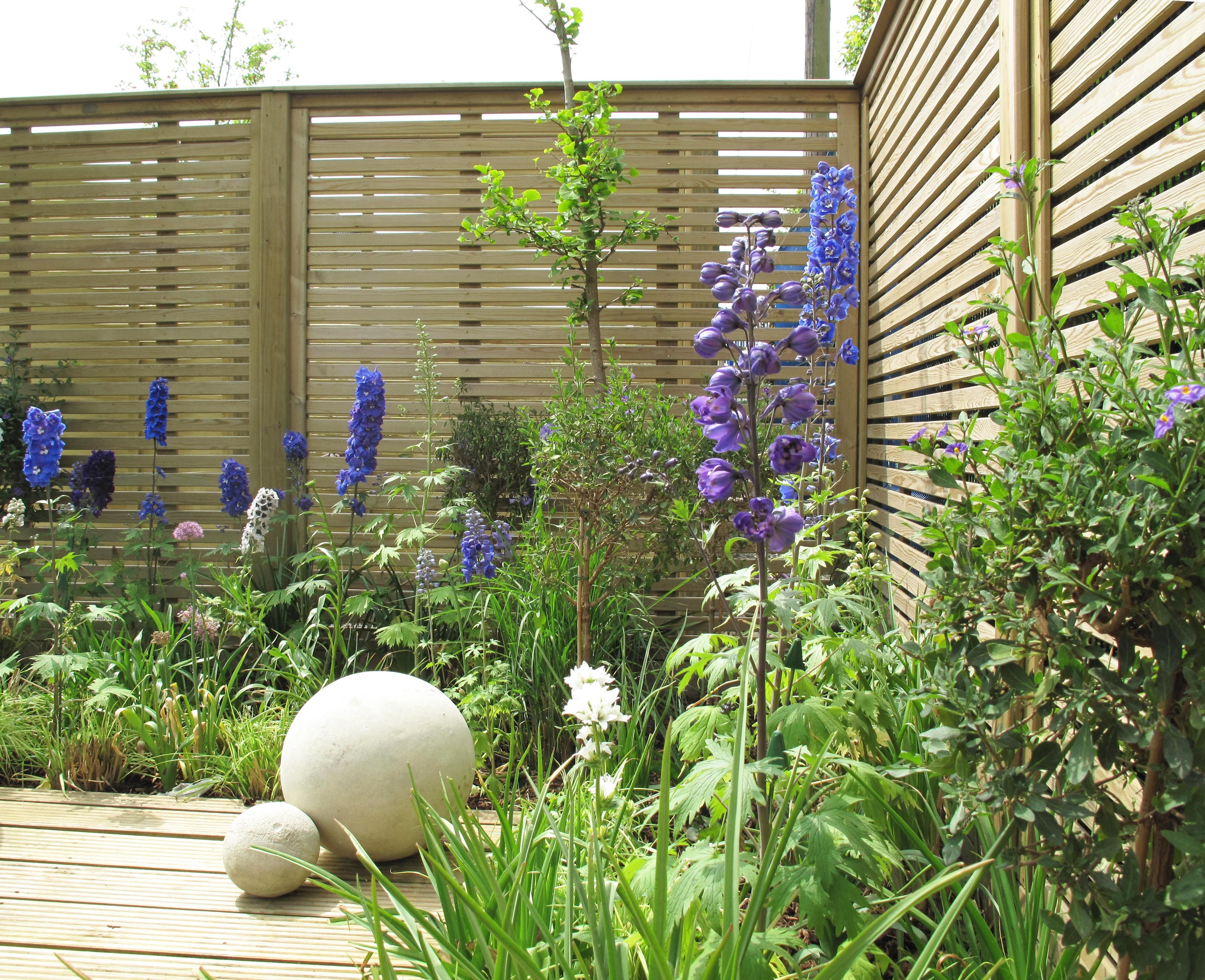 Jacksons venetian fence panels allows light in through the jacksons venetian fence panels allows light in through the horizontal slates perfect for small or baanklon Gallery