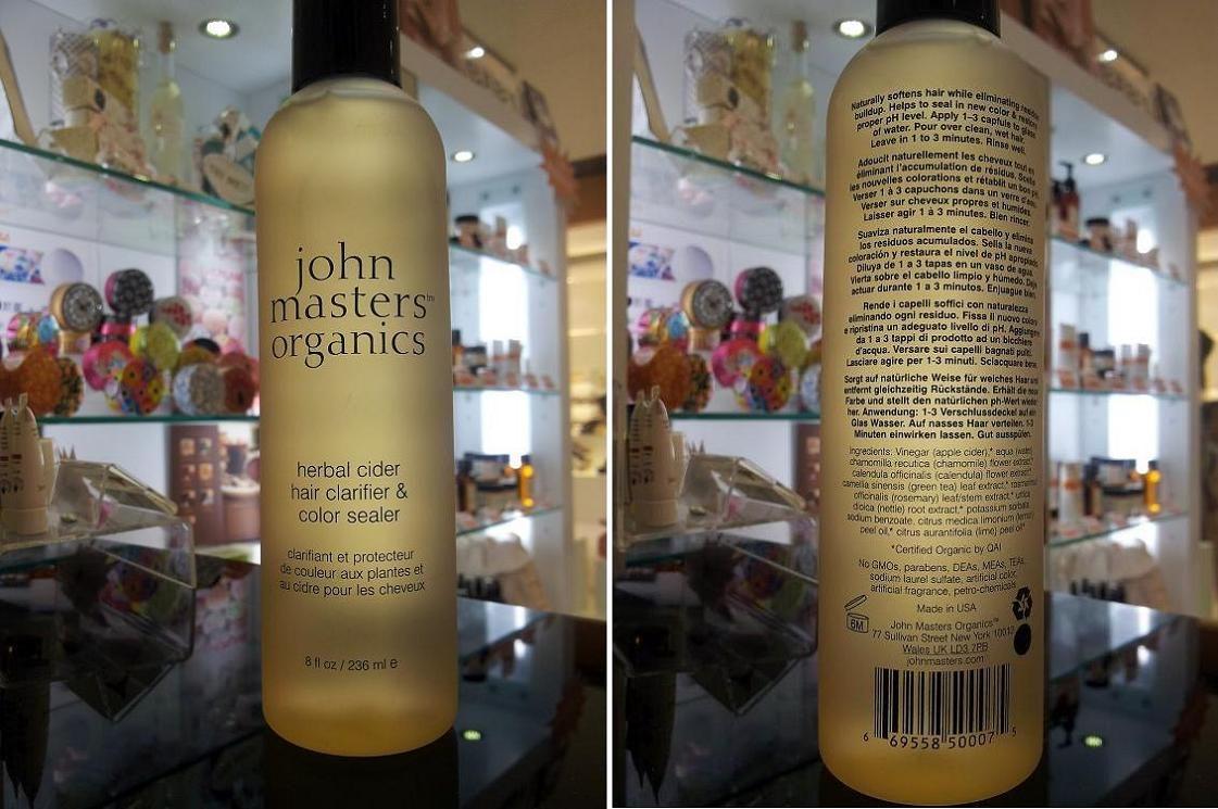 E' un trattamento rivoluzionario, in un solo prodotto… E' l'Herbal Cider di John Masters Organics, un sorprendente trattamento settimanale per il mantenimento del colore, un vero e proprio aceto di mele ed erbe biologiche che chiude le squame del capello impedendo ai pigmenti di colore di fuoriuscire mantenendo il colore molto più a lungo!