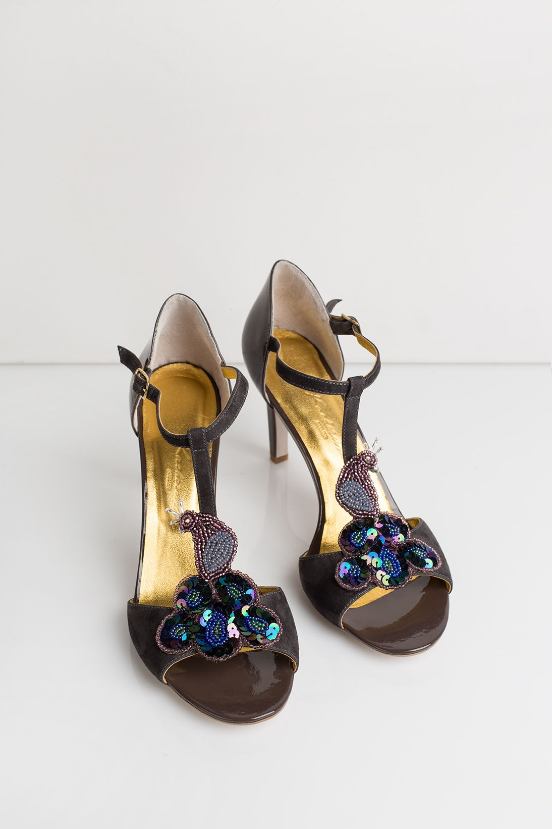 Chocolate patent leather hight heel sandals with decoration