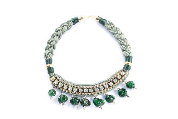 """Collar babero """"Be Happy"""" verde esmeralda. Exclusivo, hecho a mano"""