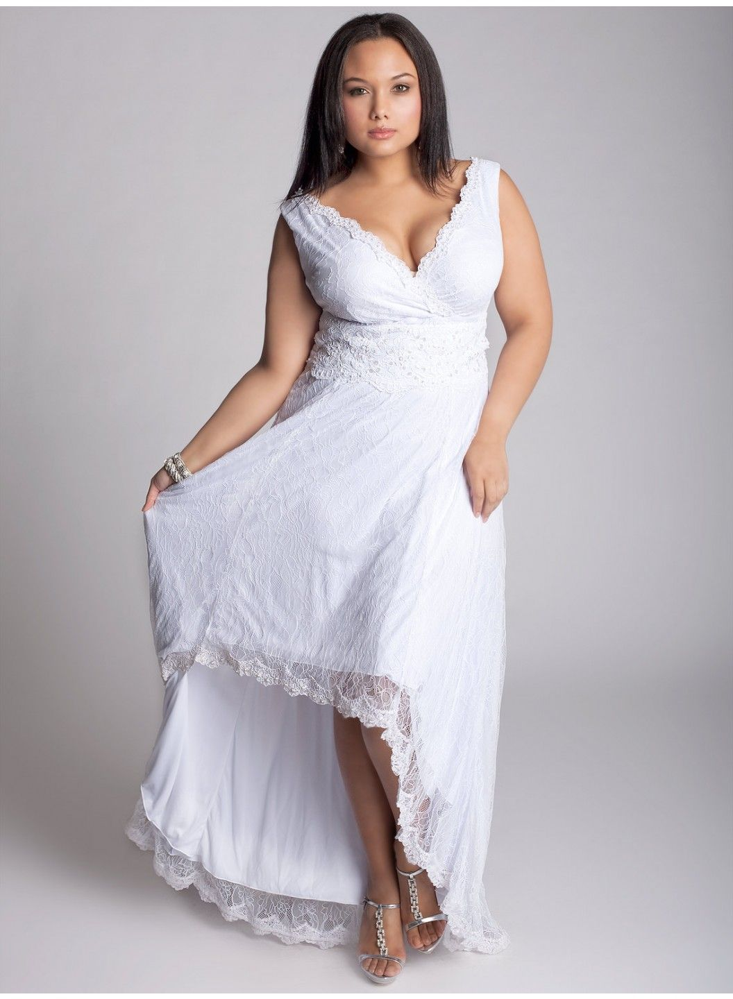 Pretty and affordable wedding gown for curvy ladies. | Fête ...