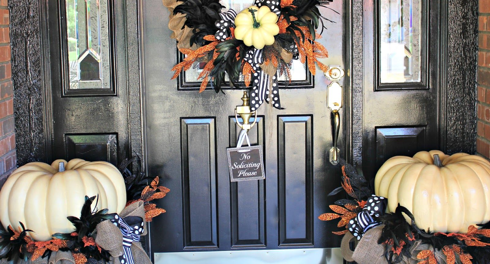 My Sister\u0027s Crazy! PORCH DECORATIONS THAT EASILY TRANSITION FROM - Front Door Halloween Decoration Ideas