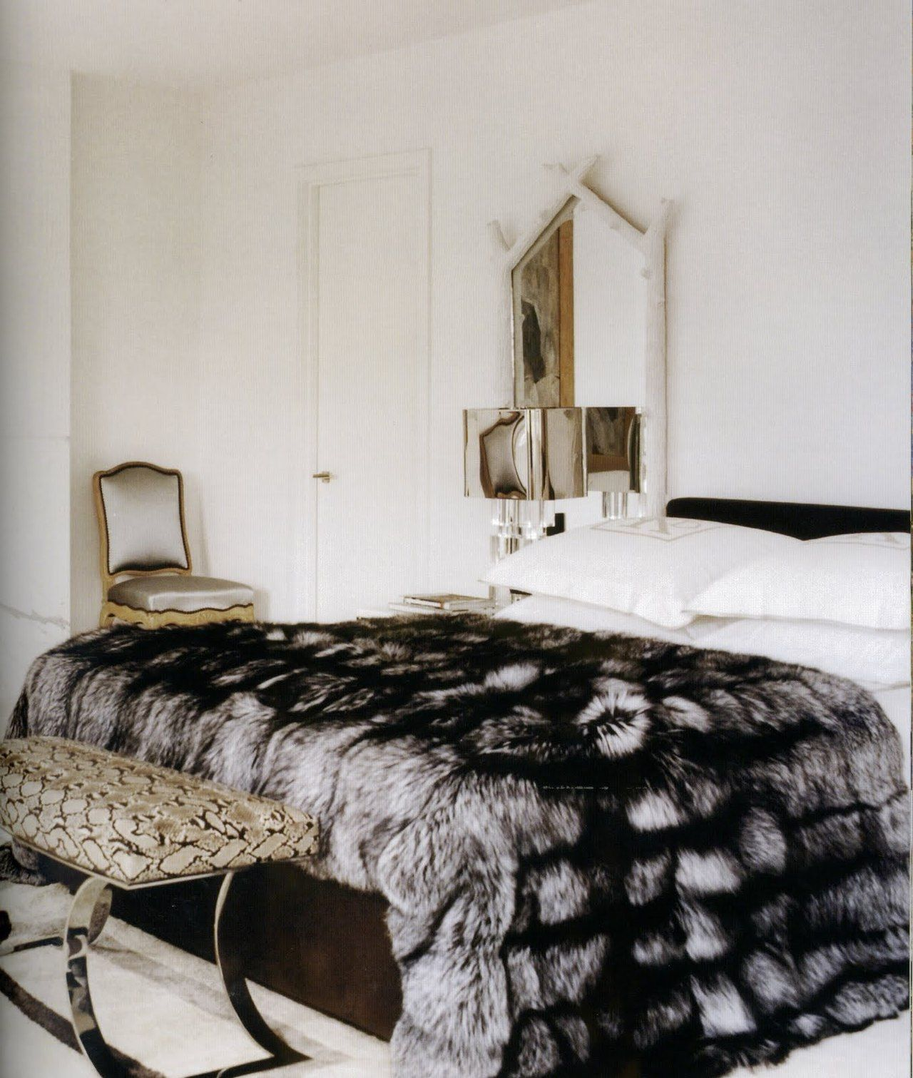 thedecorista some just have a way with fur… yeee aaay so luxe I