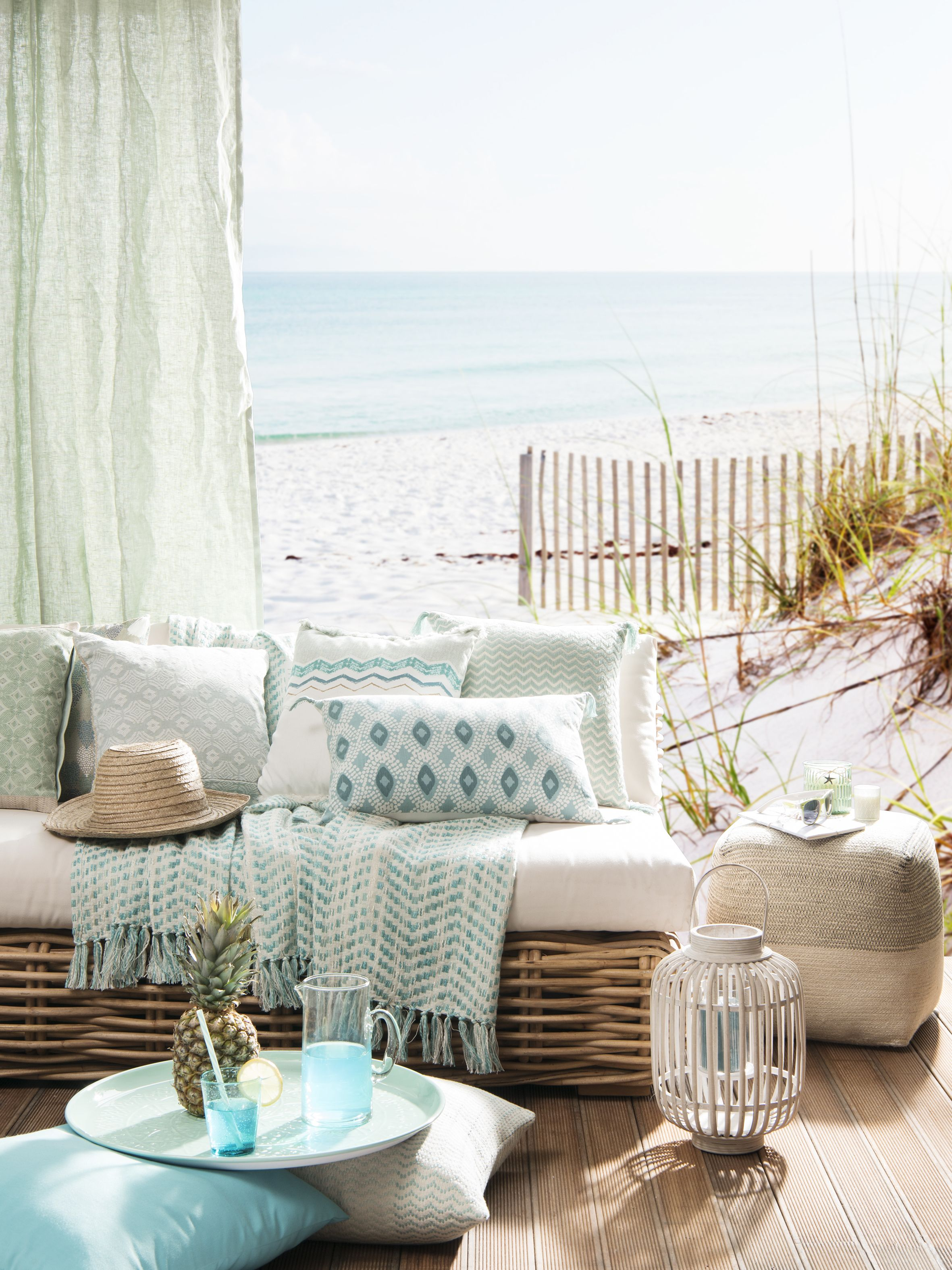 terrasse maison bord de mer id e d co po tique hygge ambiance pur e pour la terrasse au bord du. Black Bedroom Furniture Sets. Home Design Ideas
