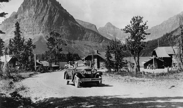 A car at the Glacier National Park. America. Photograph. Around 1930. - Imagno/Getty Images/Getty Images