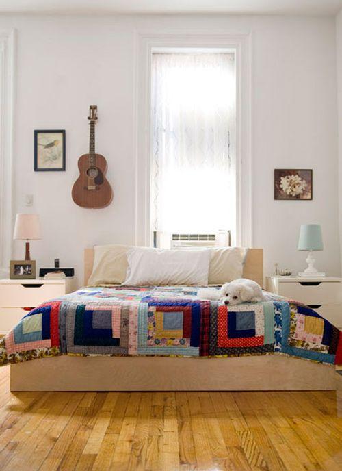 Image via Design*Sponge   One of my favorite quilt patterns - log cabin