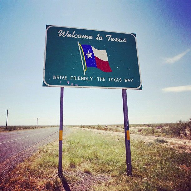 I Like The Bullet Holes In The Sign Welcometotexas Le Blog