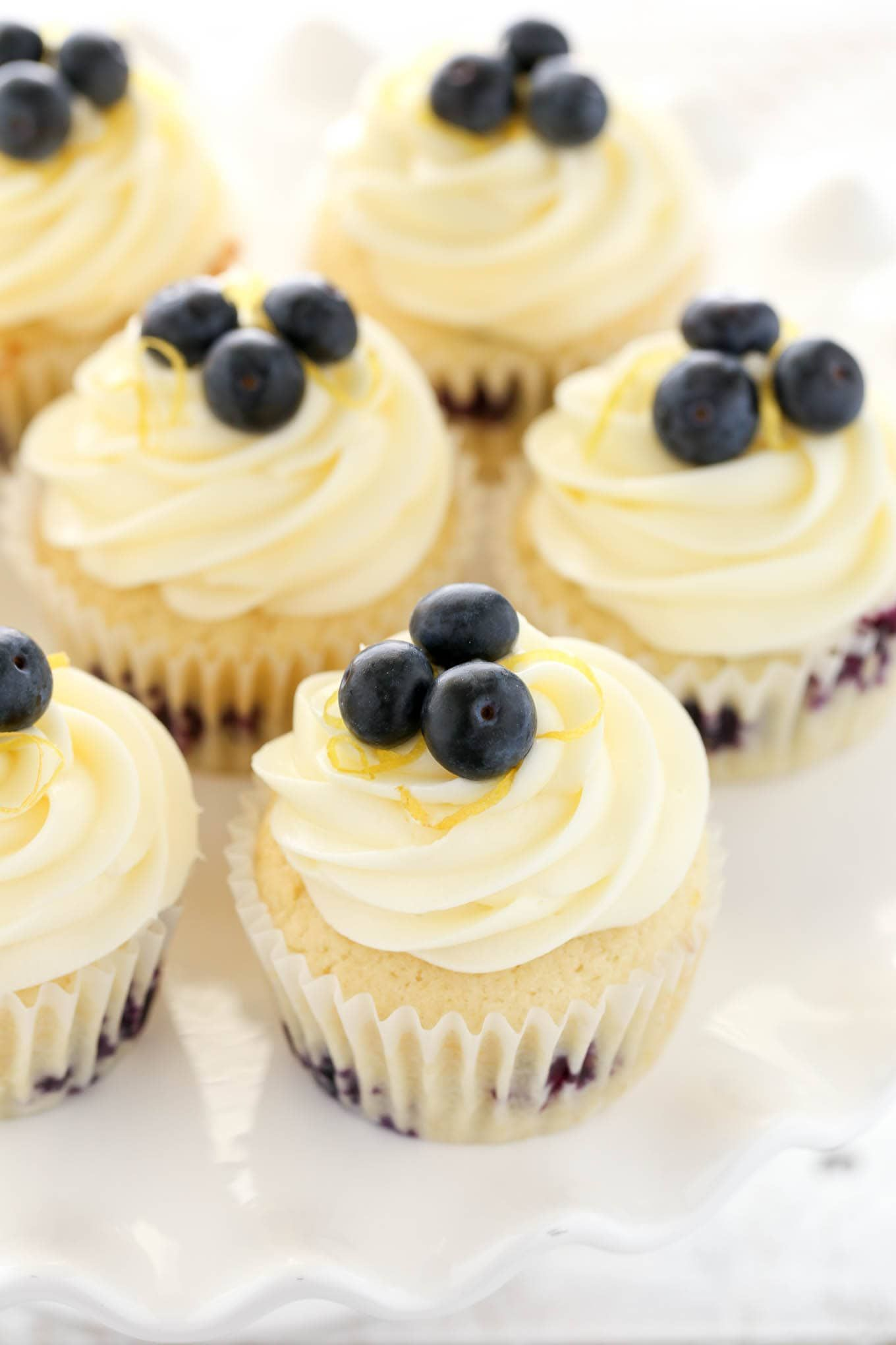 Lemon Blueberry Cupcakes with Lemon Cream Cheese Frosting #lemoncreamcheesefrosting