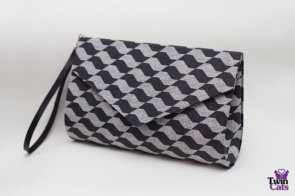 Bolsa Envelope São Paulo. Bolsa envelope produzida artesanalmente com tecido 100% algodão, fecho em ímã e alça removível.  Esta bolsa pode ser personalizada com outras estampas. Altura: 17.00 cm e Largura: 26.00 cm