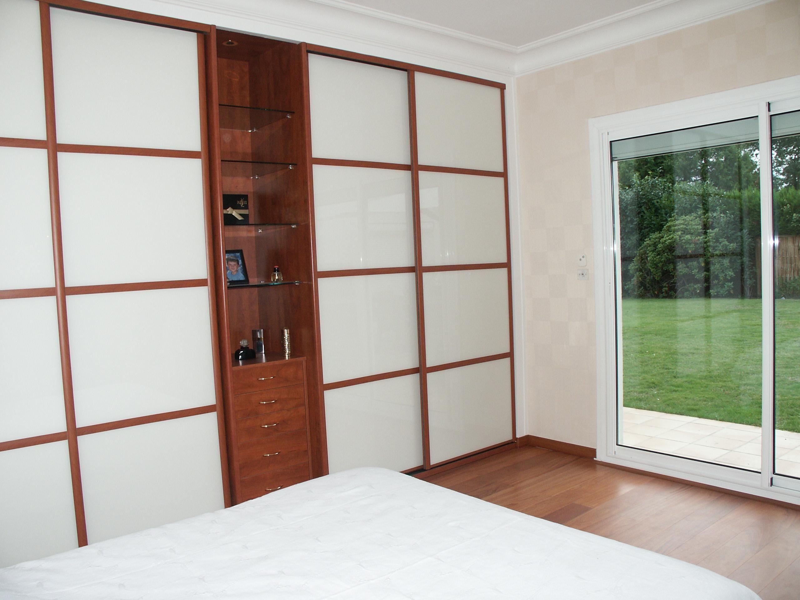 dressing sur mesure bye bois et compagnie 54 avenue montaign placard fa ade coulissante. Black Bedroom Furniture Sets. Home Design Ideas