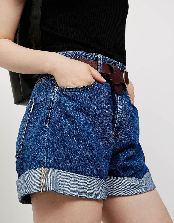4fe177d8 Luźne spodenki jeansowe z gumką w pasie i wywiniętymi nogawkami w ...