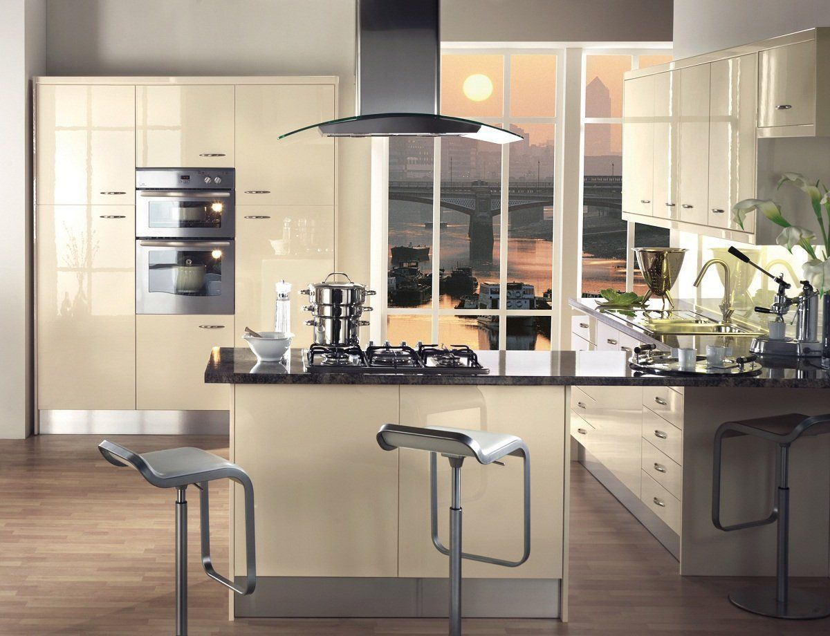 Fitted kitchen furniture treviso gloss cream kitchen unit for Cream kitchen set