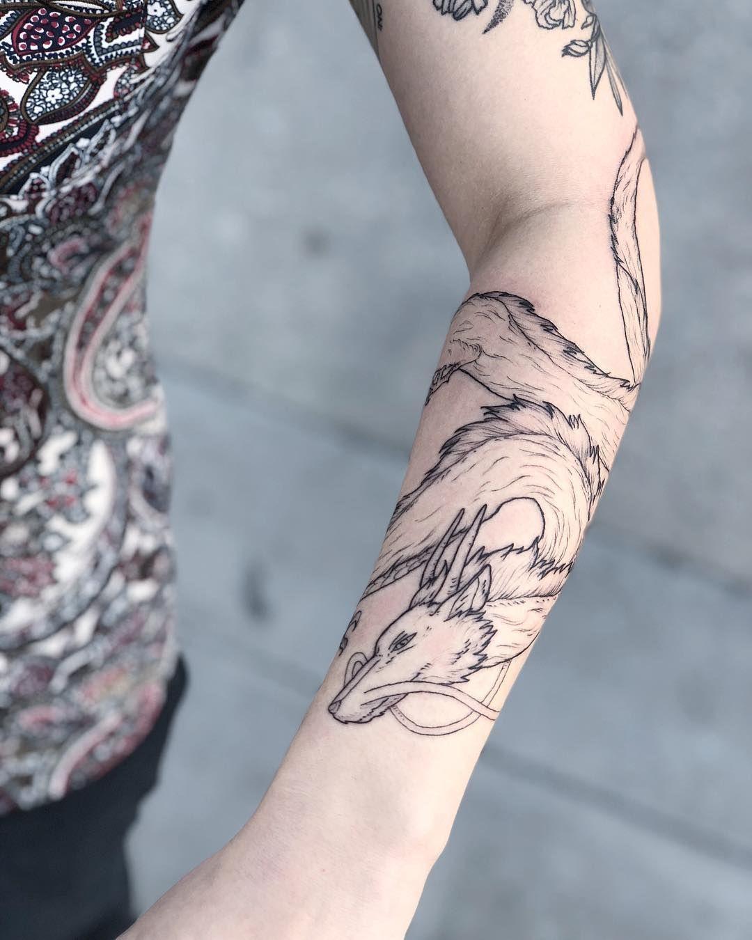 Dragon Tattoo 95 Bilder Und Legendare Bedeutung Dass Pet In 2020 Spirited Away Tattoo Modern Tattoos Dragon Tattoo