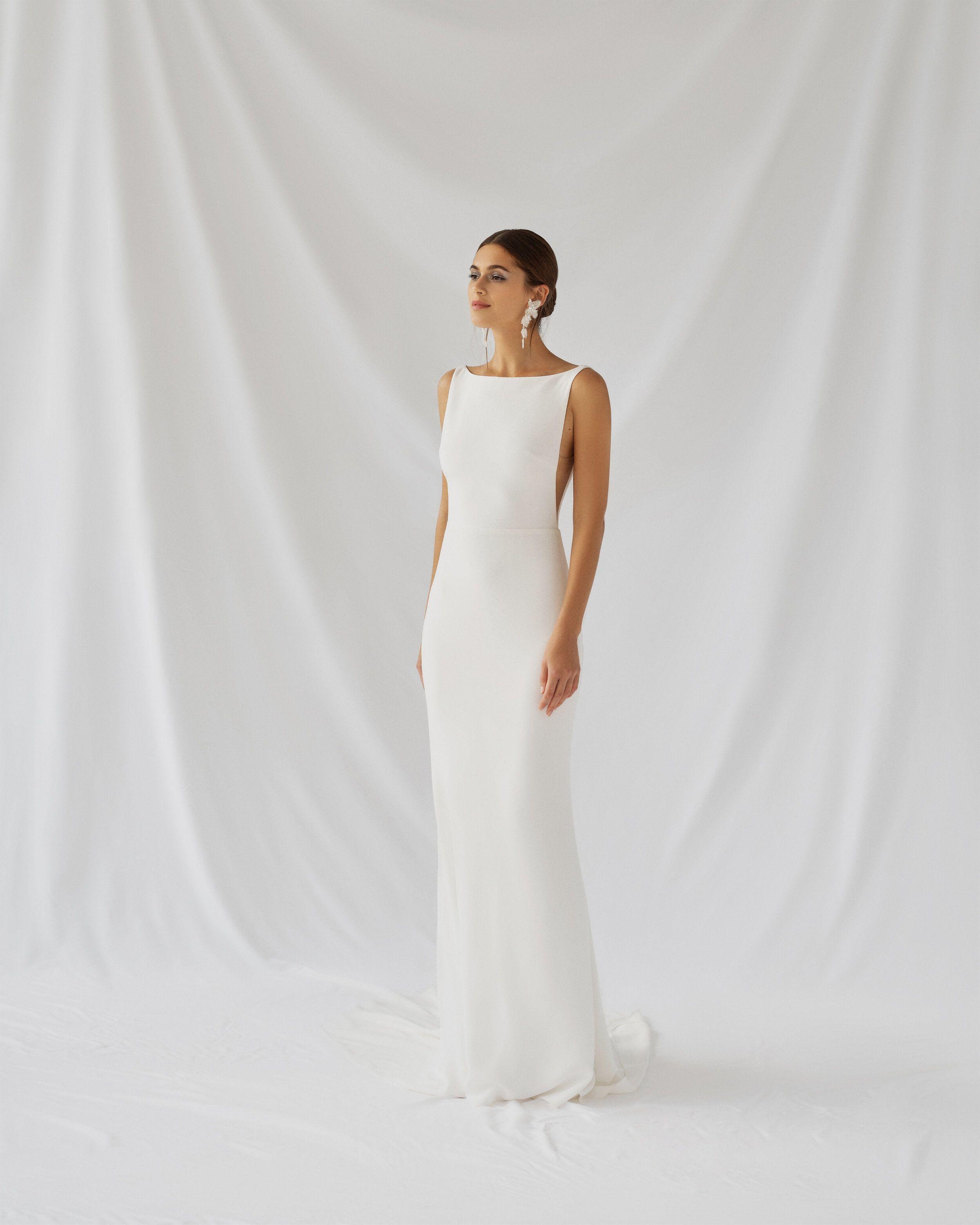 Alexandra Grecco Botanica Collection The Dress Theory In 2021 Wedding Dresses Silk Crepe Wedding Dress Minimalist Wedding Dresses [ 3125 x 2500 Pixel ]