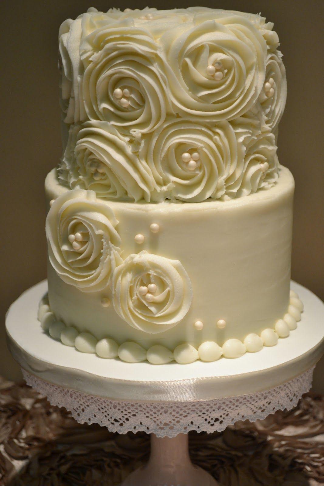 Love it! Simple yet elegant Fondant wedding cakes