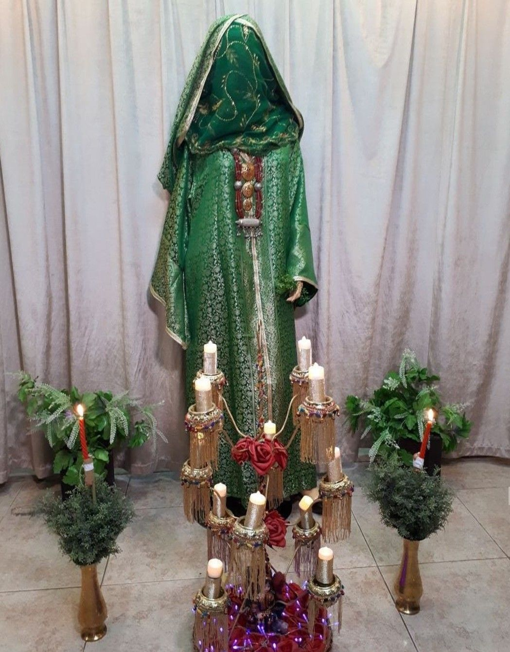 لباس العروس الصنعانيه في ليله الحناء Yemen Women Holiday Decor Decor
