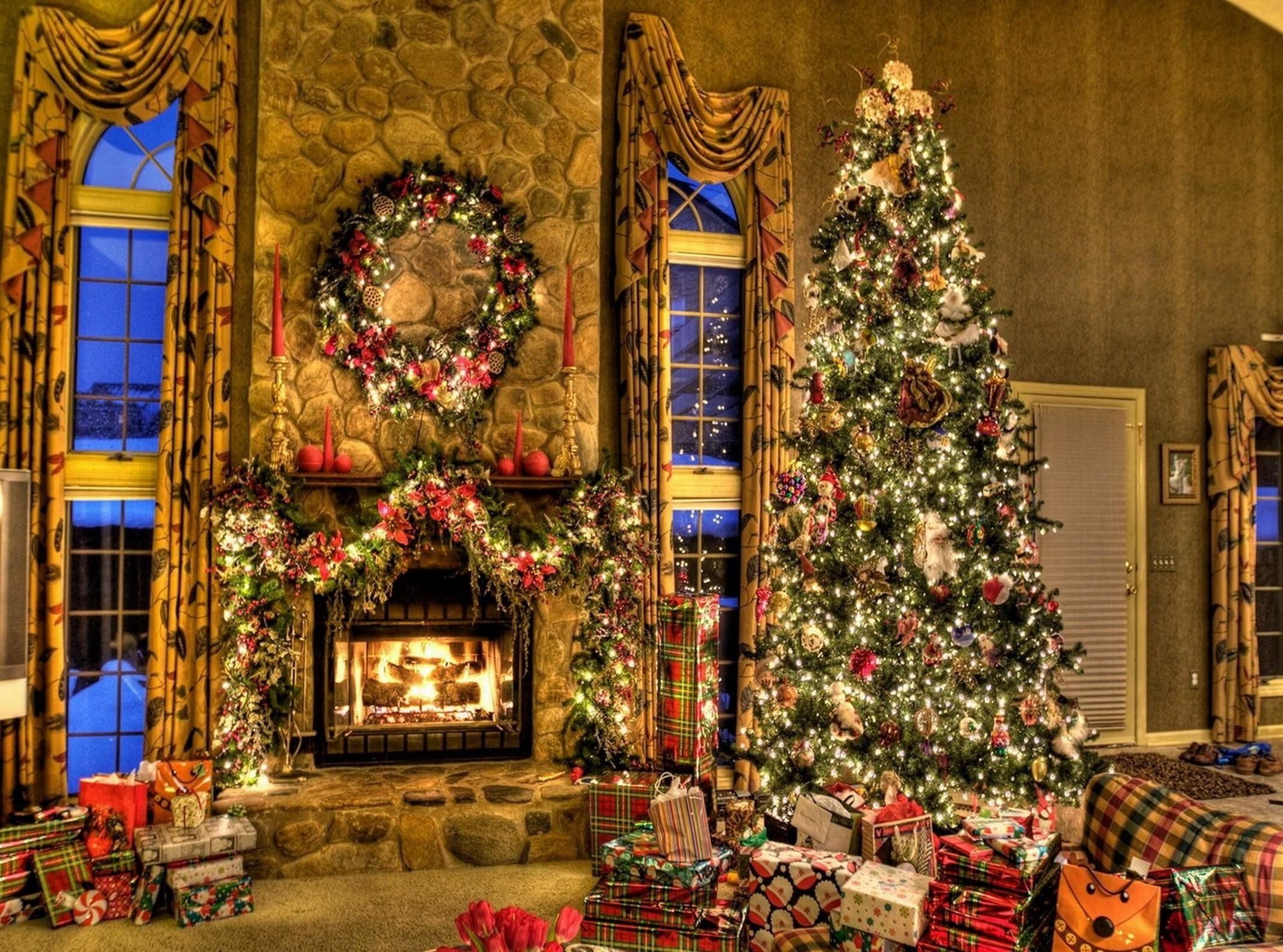 images of christmas decorated homes   christmas tree and fireplace