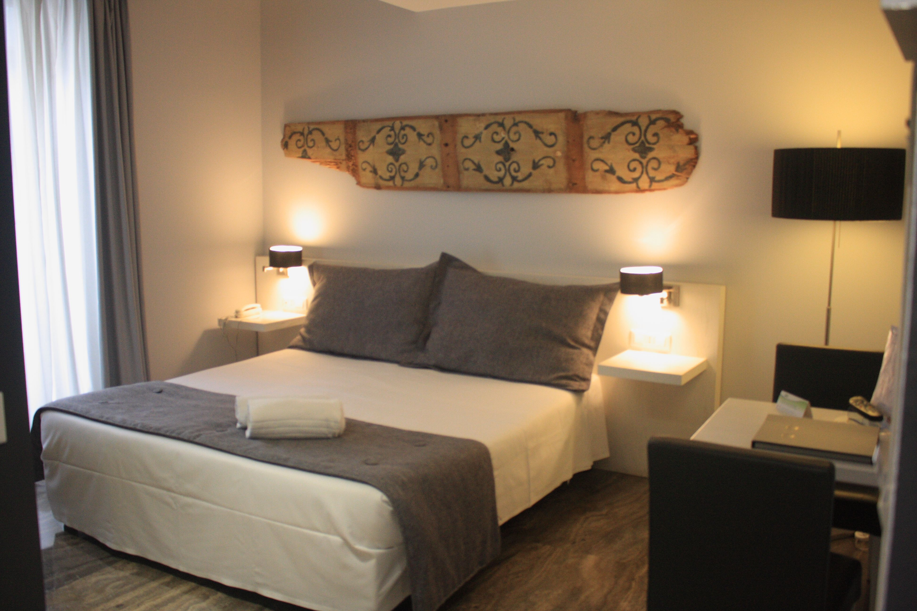 Are you planning your #business trip to #Palermo? Come to discover the comfort of our rooms and all the services reserved to the business guests. The offer includes a 10,00 € discount per day, free parking with valet and the opportunity to access the Spa for free from 20:00 to 21:00 h, every day. www.quintocantohotel.com