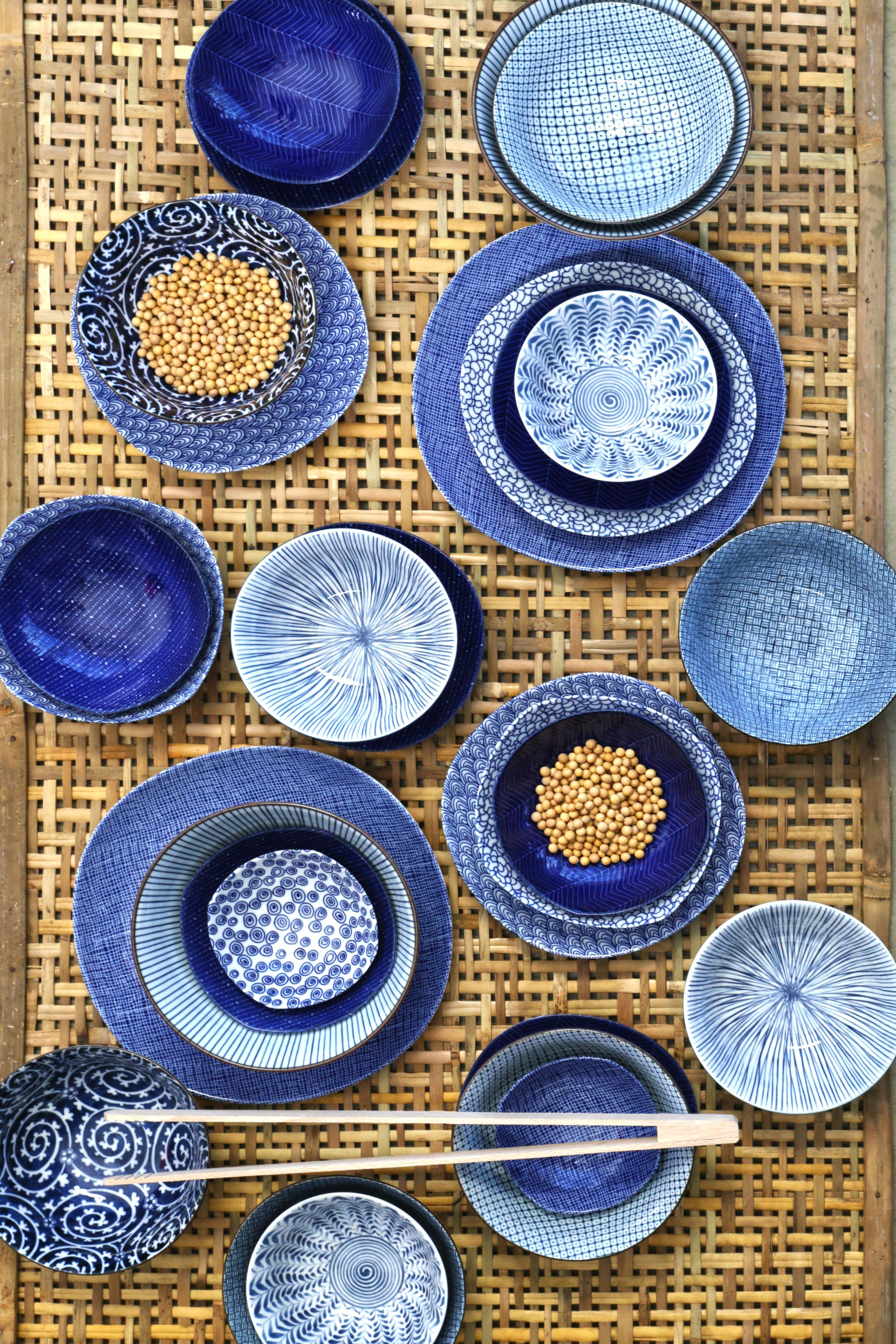 blauw aardewerk servies