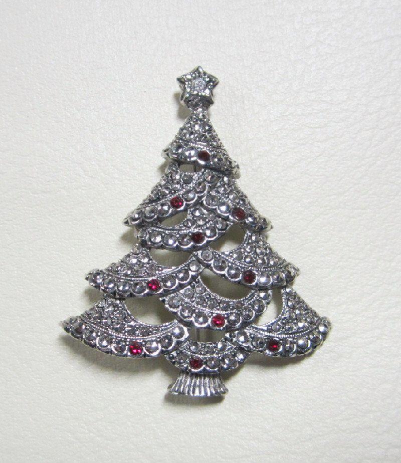 Vintage Jewelry - Rhinestone Christmas Tree Brooch Pin - Signed - Avon by YesteryearsElegance on Etsy https://www.etsy.com/listing/471466316/vintage-jewelry-rhinestone-christmas