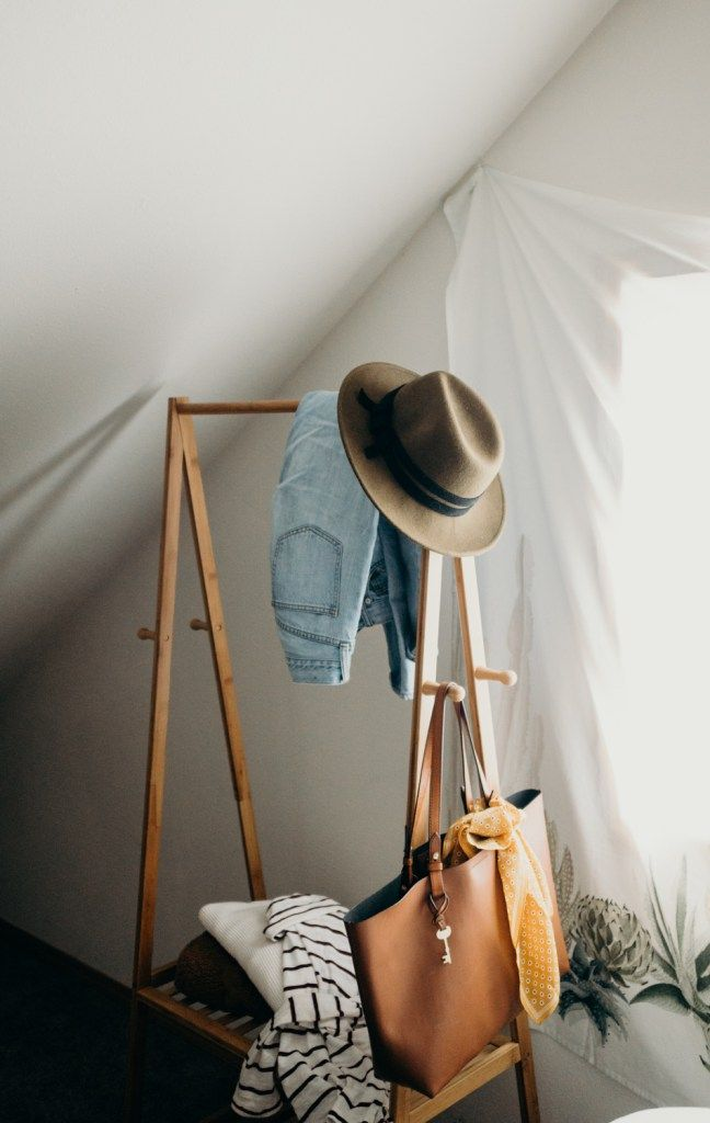 Decorating A 10x10 Bedroom: Winter 10x10 Challenge -
