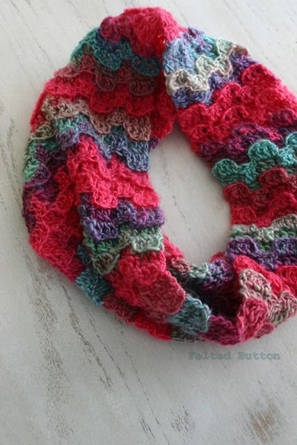 Gorgeous free cowl pattern on Felted Button! | Crochet | Pinterest ...