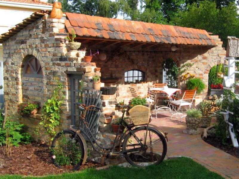Ruinenmauer Aus Alten Mauerziegeln Garten Ruinenmauer Gartenmauern