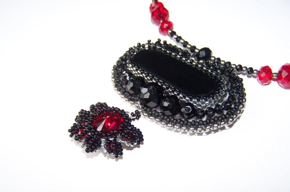 Black agete, red Swarovski rivoli, red and black cut crystal. Soooo gothic! www.thjewels.com