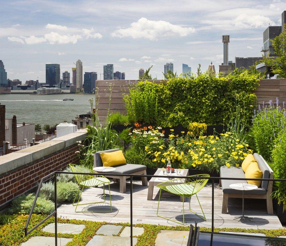 テラスの屋外リビングと屋上庭園付きのロフトハウス 屋上庭園 屋上緑化 裏庭のアイデア