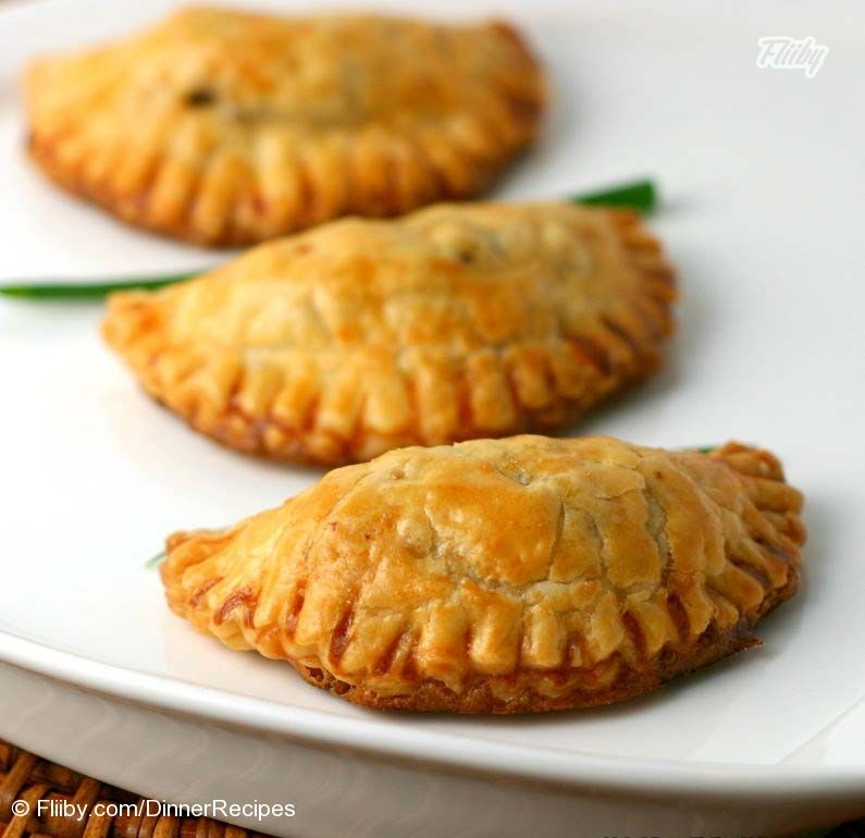 Delicious Beef & Potato Empanadas https://fliiby.com/file/beokzlte4rl/?utm_content=bufferdfb39&utm_medium=social&utm_source=pinterest.com&utm_campaign=buffer
